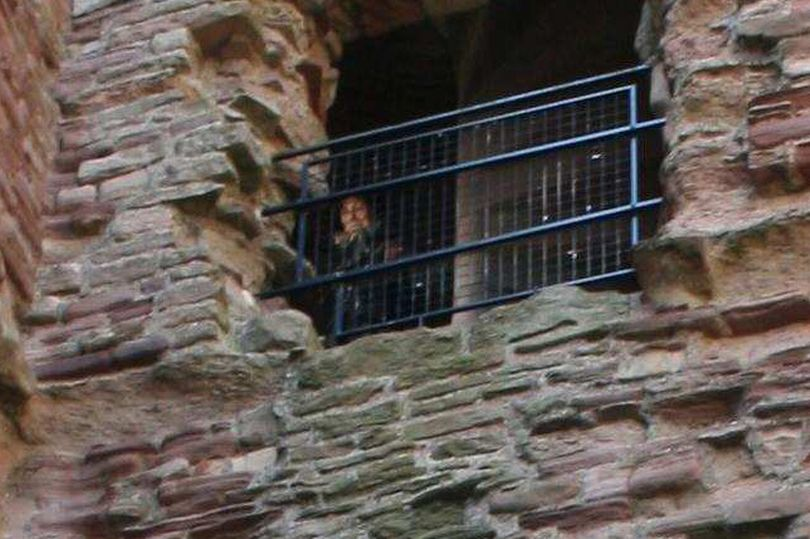 "Photo of Alleged ""Ghost"" In Ancient Castle Continues To Be Discussed For Years."